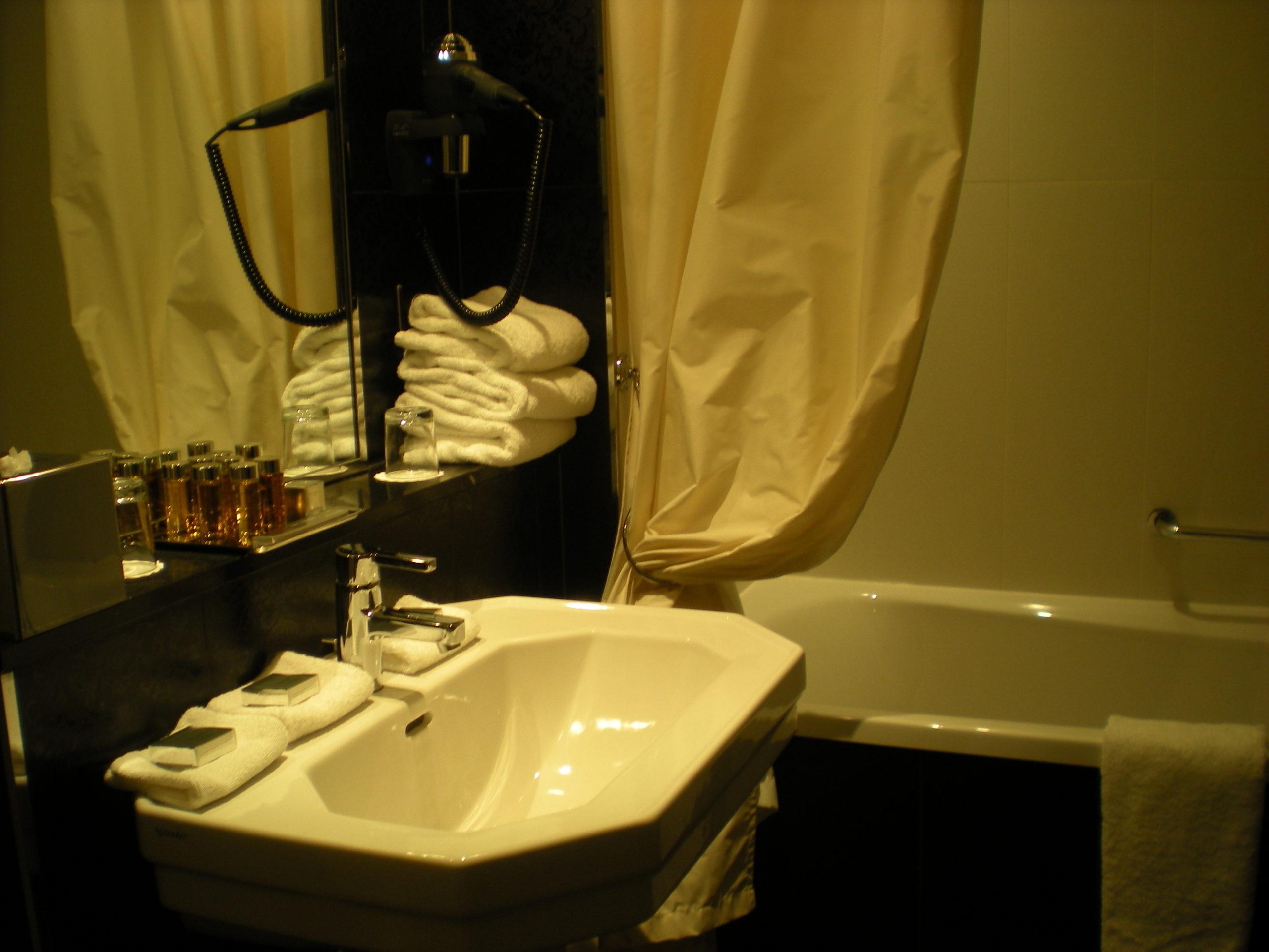 grand hotel de cabourg salle de bain