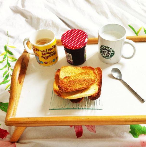 z petit dejeuner au lit 2