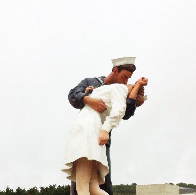 the kiss memorial de caen unconditionnal surrender