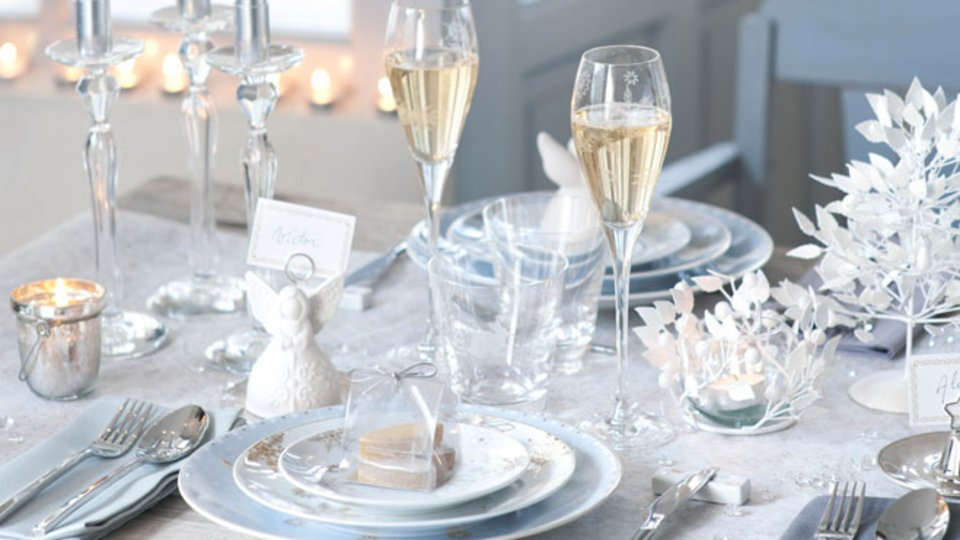 Des cadeaux pour luiapr s la pluie le beau temps - Table de noel blanche ...