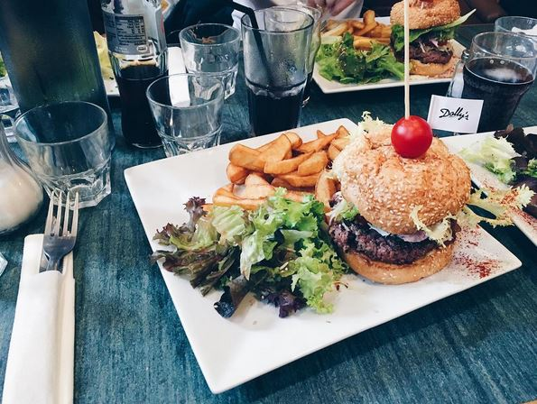 dolly-burger