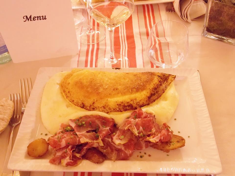 Une nuit l 39 auberge de la m re poulard sur le mont saint michel apr s la pluie le beau - Omelette de la mere poulard ...