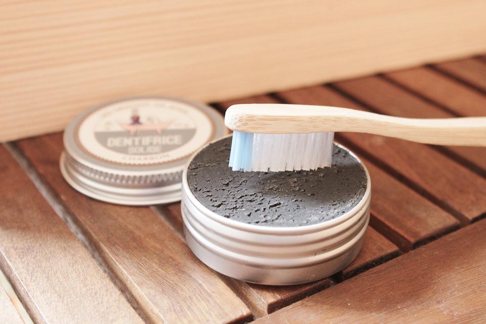 dentifrice solide charbon et brosse a dent ecologique bambou
